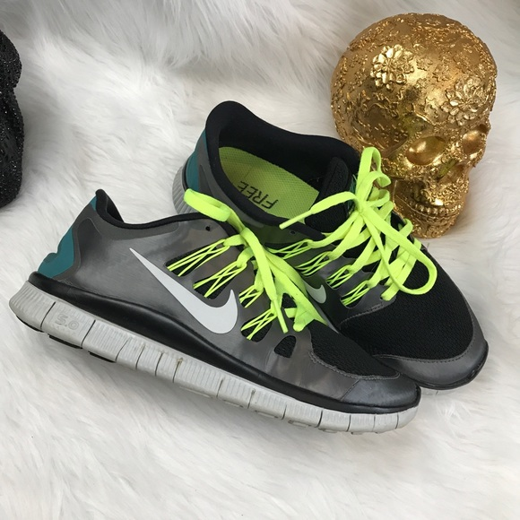 Nike Shoes Dame Free Run 50 SneakerPoshmark Gratis kørsel 50 metallic neonløb Poshmark